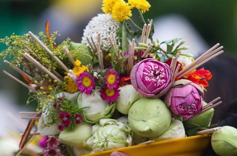 ประเพณีใส่ขันดอกบูชาเสาอินทขีล(เสาหลักเมืองเชียงใหม่) 2562 รูปที่ 1