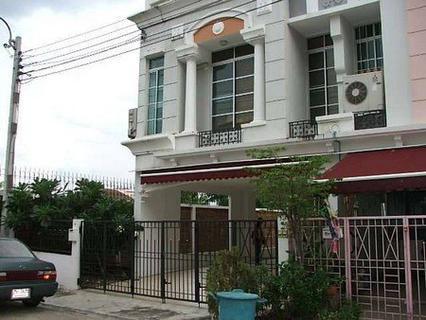 ให้เช่า ทาวน์โฮม 4 ชั้น พร้อมเฟอร์ บ้านกลางเมืองเลียบด่วน รามอินทรา-เอกมัย 800 ตรม. 50 ตร.วา ห้องริม รูปที่ 2