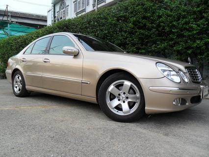 Benz E200 Elegance ปี 2004 ประวัติศูนย์ ดูแลถึง เจ้าของเดียว ไม่เคยติดแก๊ส  รูปที่ 1
