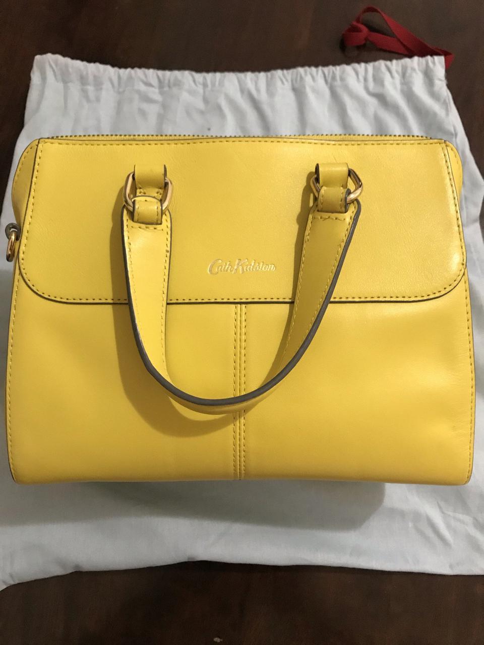 ขออนุญาตเปิด กระเป๋าถือและสะพาย Catch Kidston รุ่น The Henshall Leather Bag สีเหลืองสดใส รุ่นนี้วัสดุหนังแท้  รูปที่ 4