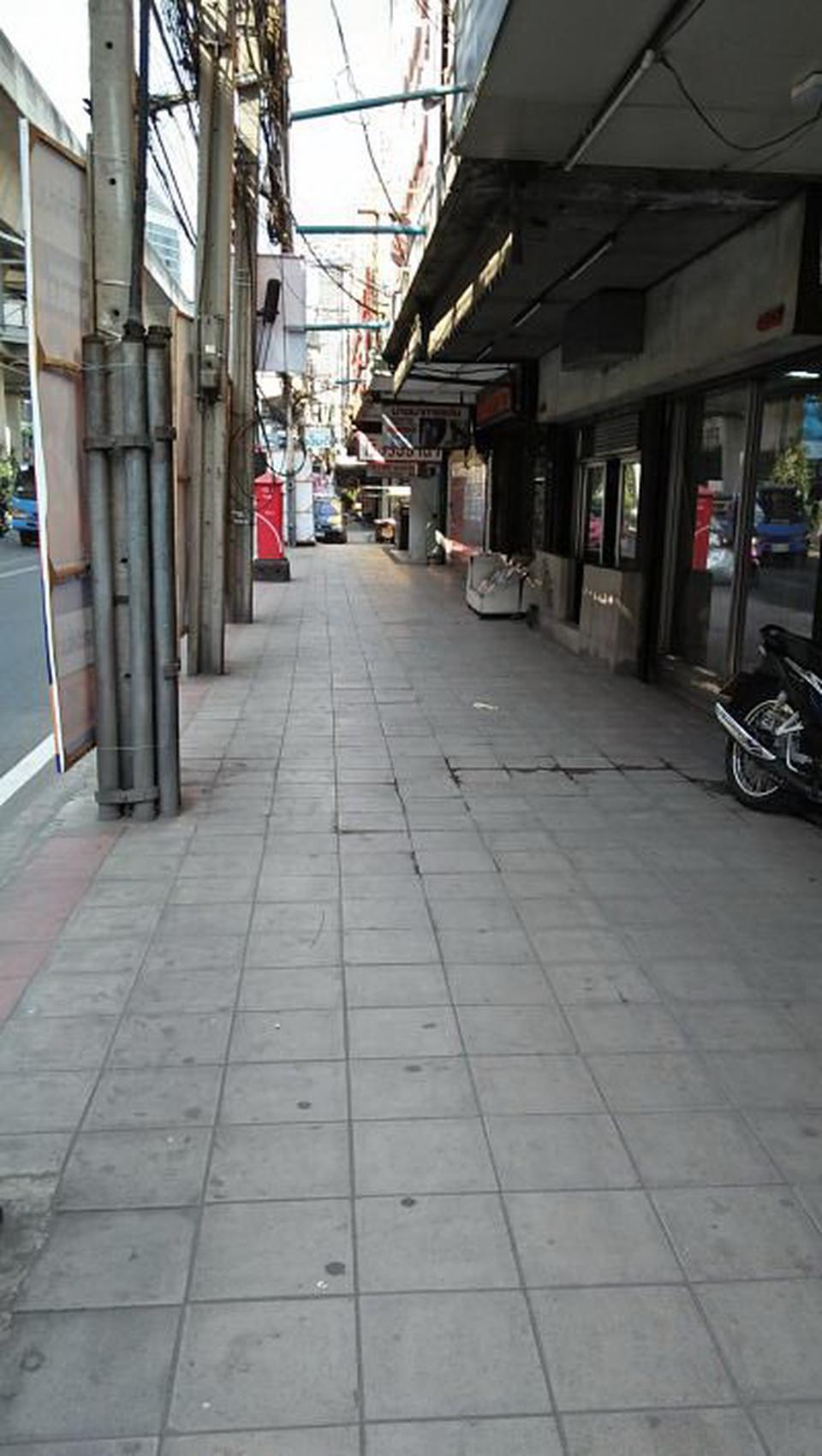 RENT OLD SHOP HOUSE 4 STOREY  MAIN ROAD UDOMSUK Sukhumvit 10 รูปที่ 2