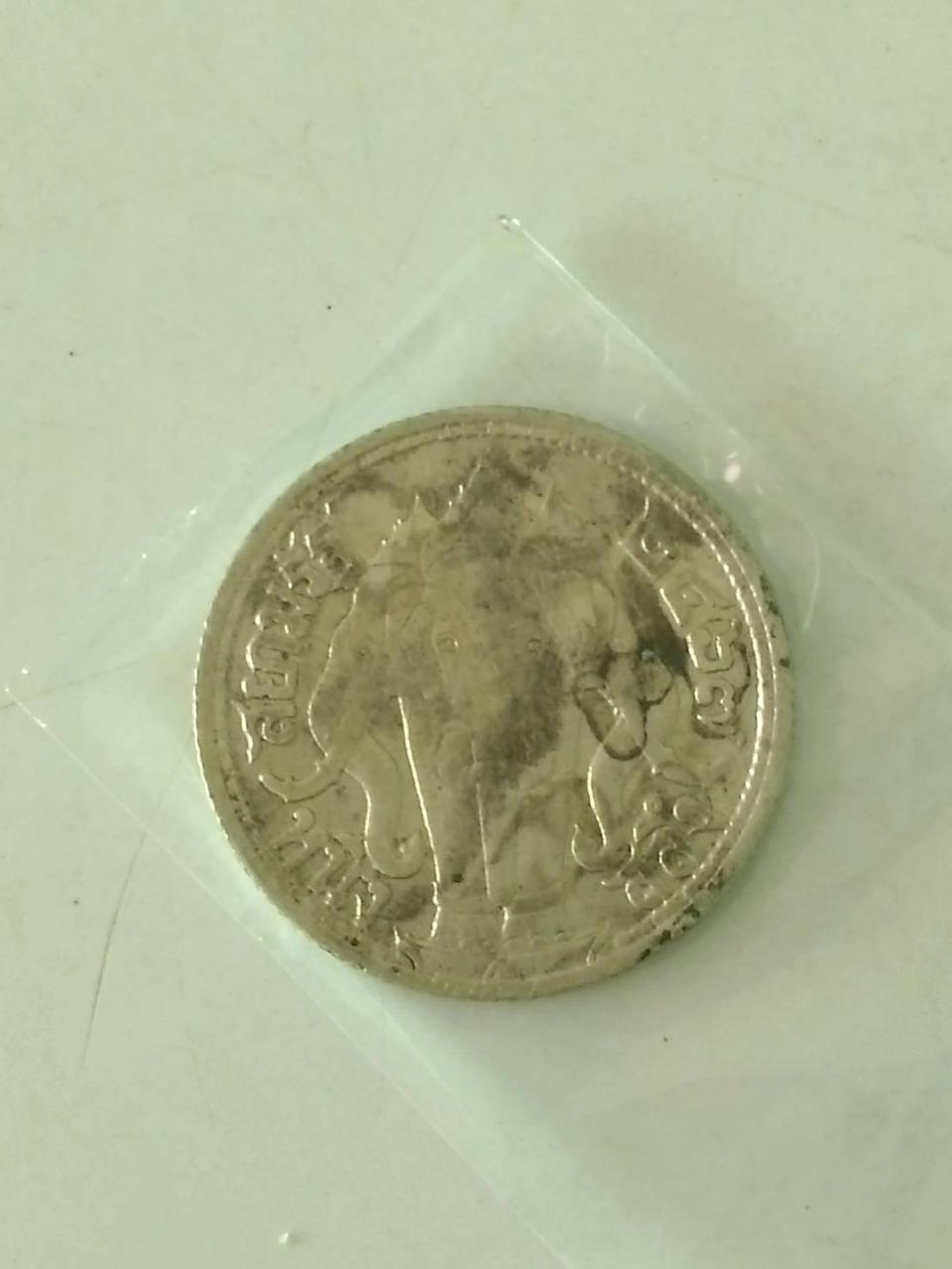 5272 เหรียญเนื้อเงิน ร.6 ปี 2467 ราคาหนึ่งสลึง ช้างสามเศียร รูปที่ 3