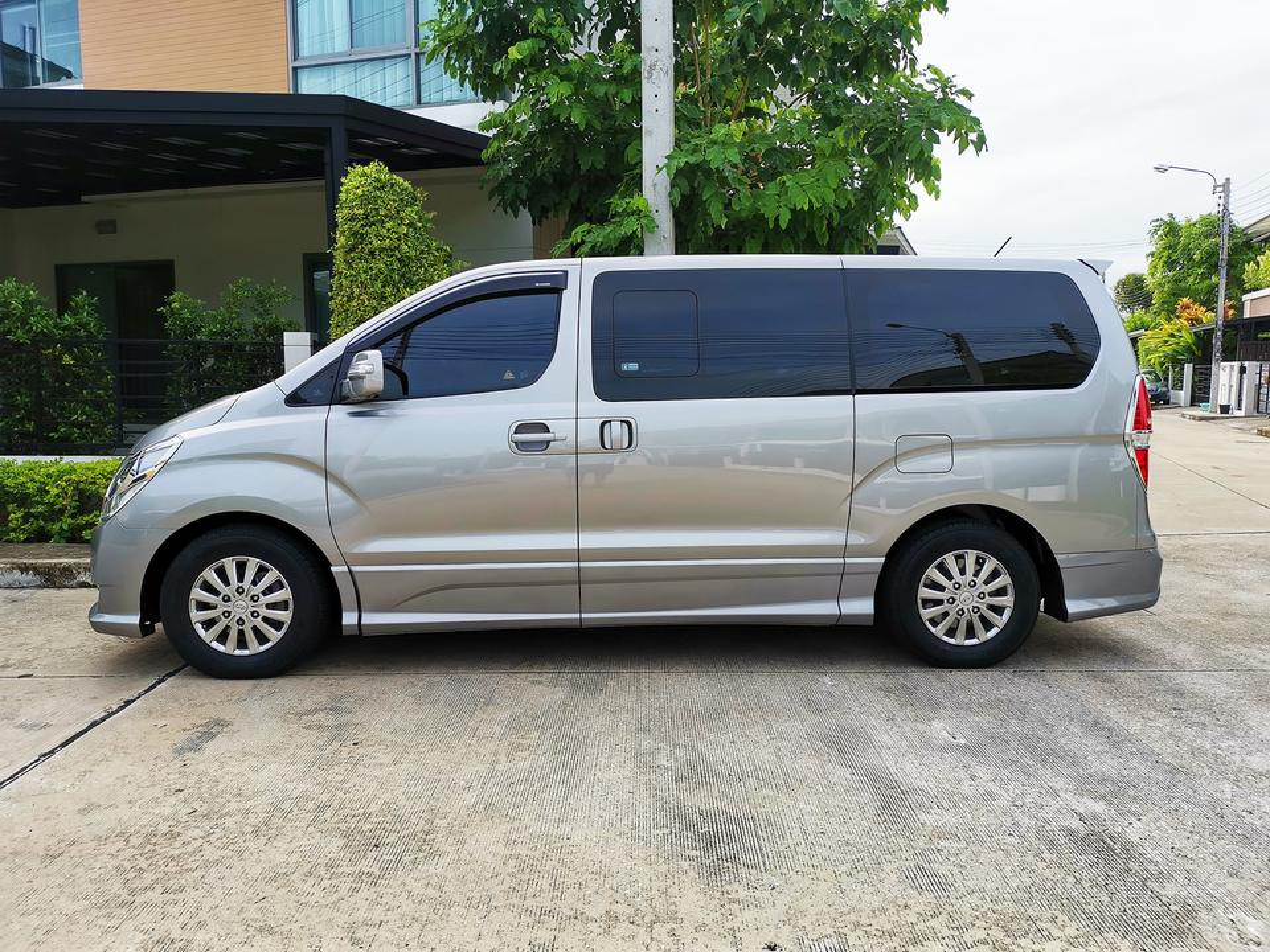 Hyundai H-1 2.5 Deluxe (ปี 2018) Van AT รูปที่ 2