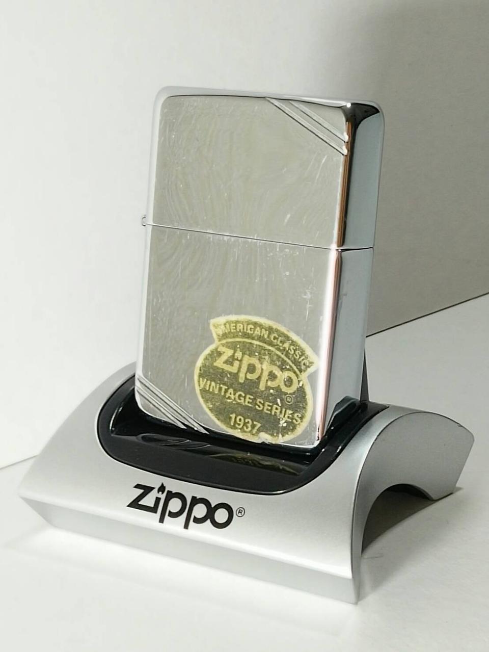 ZIPPO American Classic Lighter Vintage Series 1937 Slashes (High Polish Chrome) 260 รูปที่ 1
