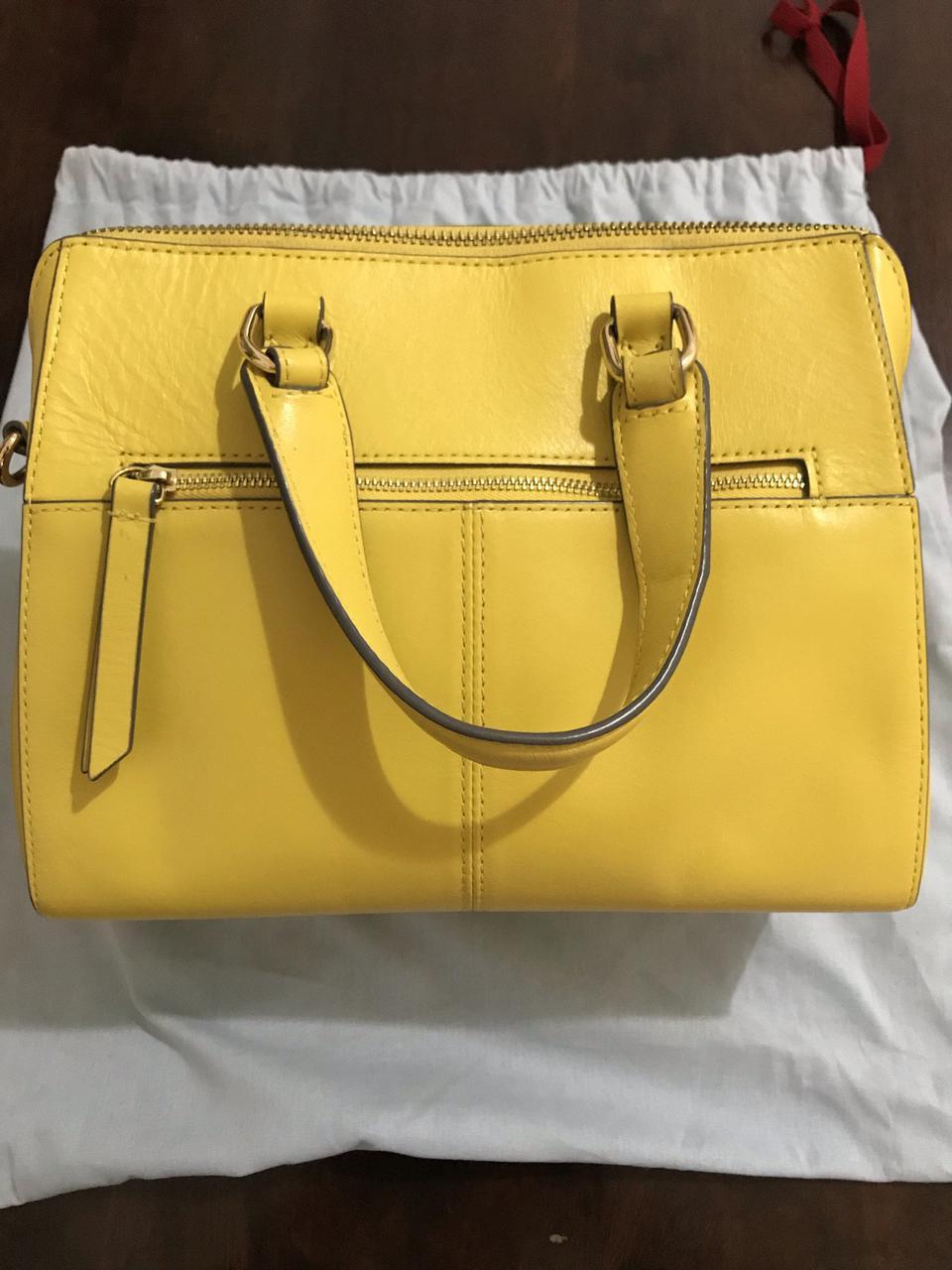 ขออนุญาตเปิด กระเป๋าถือและสะพาย Catch Kidston รุ่น The Henshall Leather Bag สีเหลืองสดใส รุ่นนี้วัสดุหนังแท้  รูปที่ 2