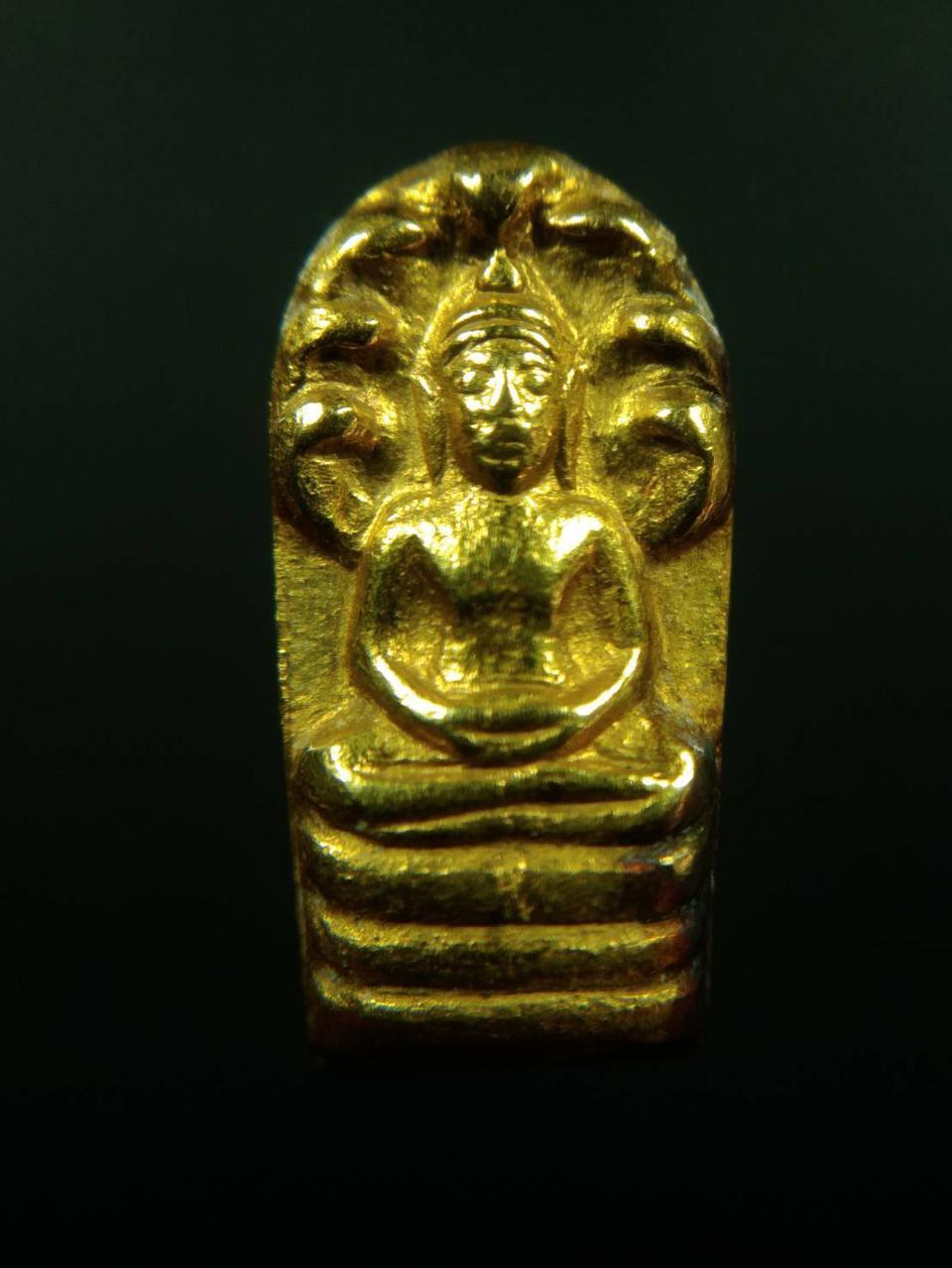 เปิดคับ พระปรกใบมะขาม เนื้อทองคำ เจ้าคุณนรฯ หลังเรียบ รูปที่ 2