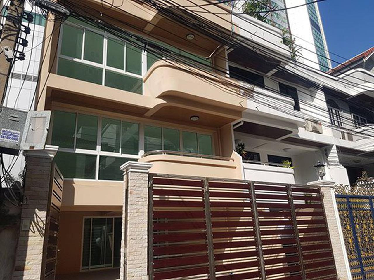 ขายด่วน ทาวน์โฮม ตกแต่งใหม่พร้อมลิฟท์ สุขุมวิท ใกล้ BTS ทองหล่อ For Sale Newly renovated Town home with Lift Sukhumvit รูปที่ 5