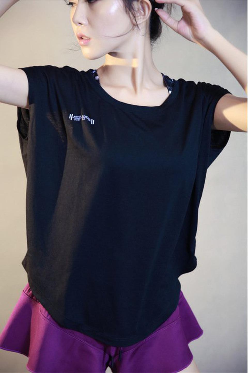 ชุดออกกำลังกายผู้หญิง เสื้อกีฬาผู้หญิง ใส่สบาย ระบายความร้อนได้ดี (สีดำ) รูปที่ 2