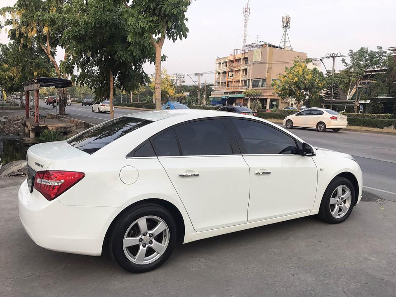 CHEVROLET CRUZE 1.8 LT auto ปี2011 สีขาว รถบ้านมือเดียวไม่มีชนสวยเดิม รูปที่ 3