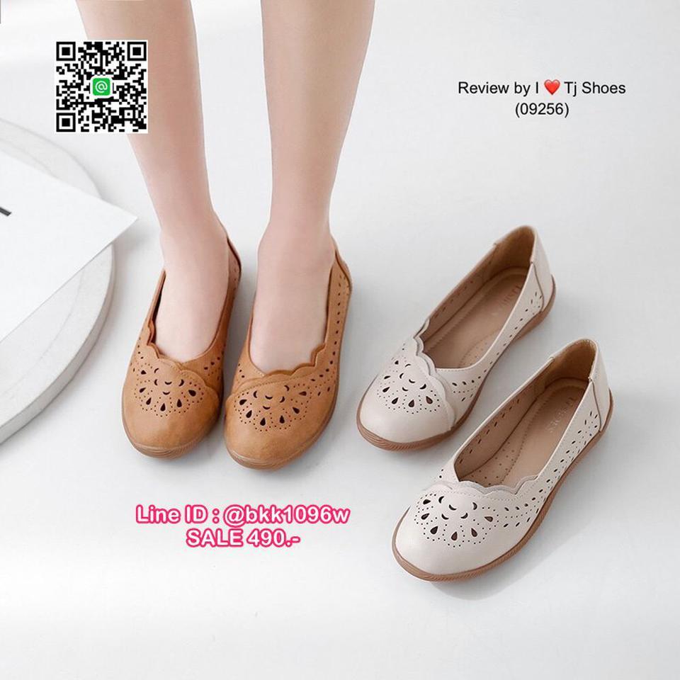 รองเท้าคัชชู น้ำหนักเบา หนังPUนิ่ม ฉลุลาย มีรูระบายอากาศ ใส่แล้วไม่อับเท้า พื้นบุนวมนิ่ม ใส่นุ่มสบายมากๆ ส้นยาง รูปที่ 1