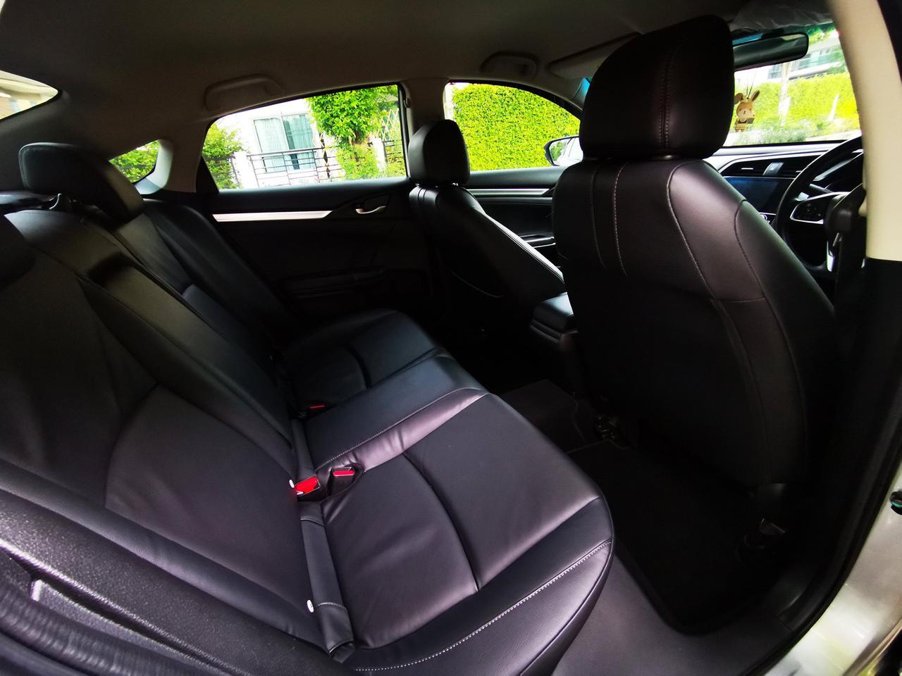 ขายรถ ฟรีดาวน์ Honda Civic รุ่นท๊อปสุด 1.8 EL ปี 2017 ไมล์แท้ เข้าศูนย์ตลอด มือเดียวจากป้ายแดง รูปที่ 4