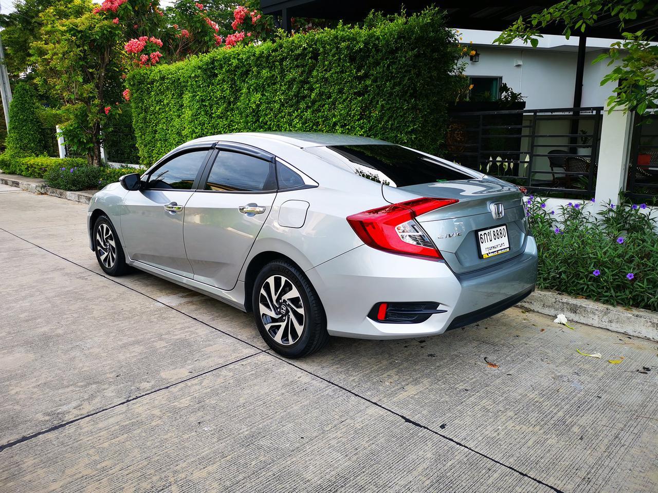 ขายรถ ฟรีดาวน์ Honda Civic รุ่นท๊อปสุด 1.8 EL ปี 2017 ไมล์แท้ เข้าศูนย์ตลอด มือเดียวจากป้ายแดง รูปที่ 2