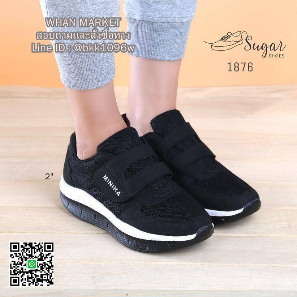 รองเท้าผ้าใบ ทำจากผ้าตาข่าย ตกแต่งขอบด้วยหนังกลับ มีเชือกผูก รูปที่ 2
