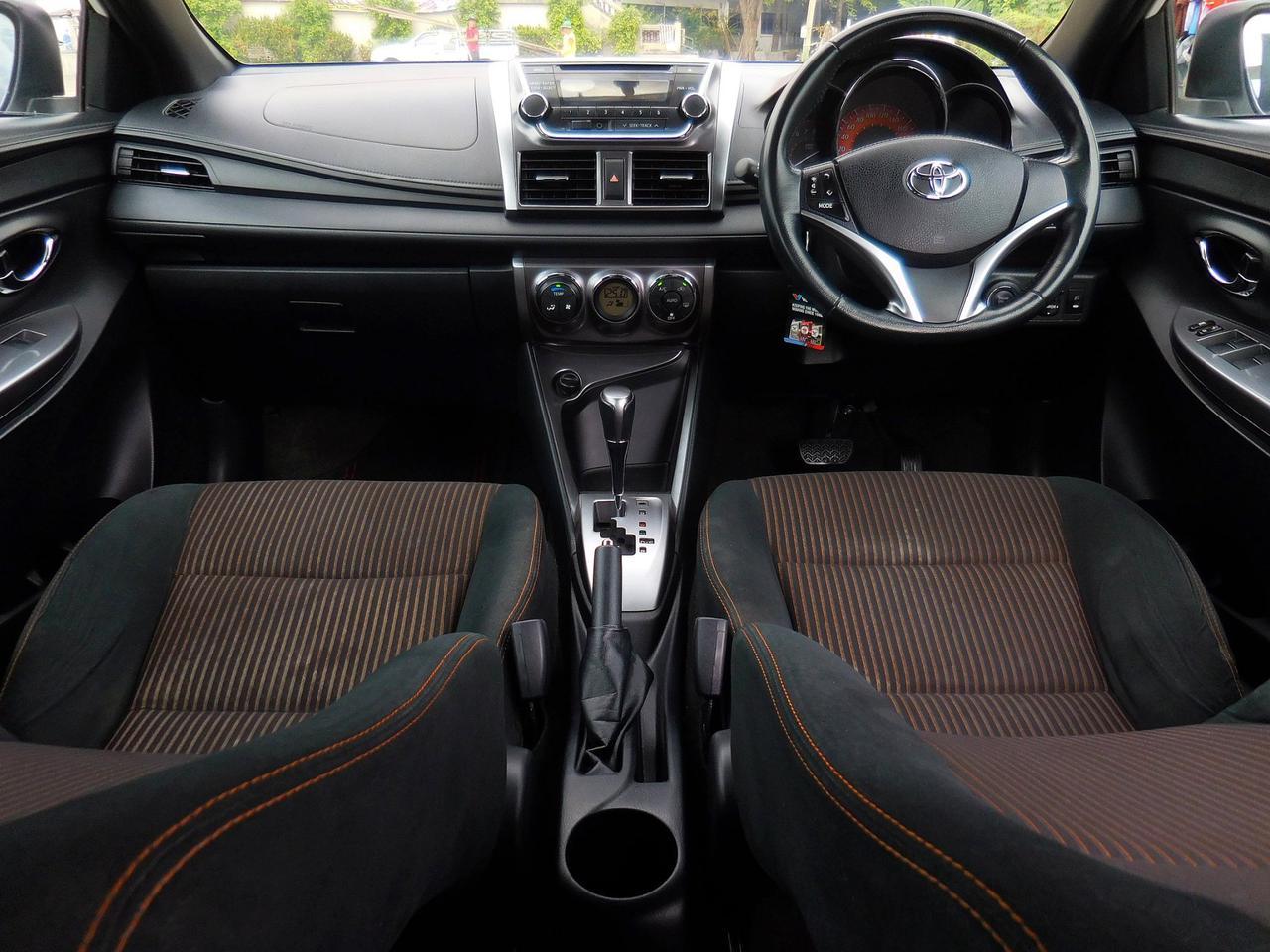 ฟรีดาวน์ ออกรถ 0 บาท TOYOTA YARIS ปี 2013 รุ่นท็อปสุด 1.2 GE-CO อีโค่คาร์ สีขาว ไม่เคยชน ราคาถูก พร้อมใช้ ปุ่มสตาร์ท รูปที่ 6