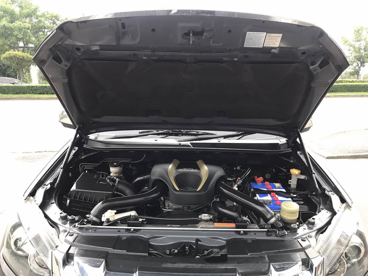 ISUZU DMAX V-CROSS 3.0 CAB4TOP 4x4 AUTO ปี2012 รถบ้านมือเดียวไม่มีชนสวย น็อตไม่มีแกะ รูปที่ 6