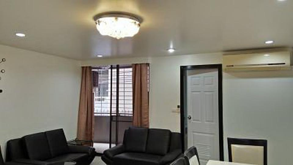 Condo 2 Room with Kitchen for rent Sukhumvit 15 รูปที่ 1