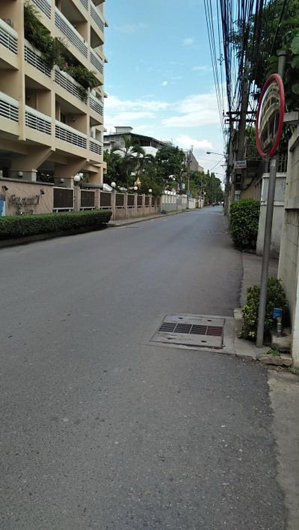 RENT luxury Condominium  Sukhumvit 39-49 Very good location  รูปที่ 1