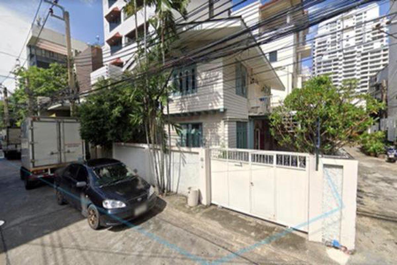 House for rent on Sukhumvit 8 near Nana BTS station 4 bedrooms รูปที่ 1