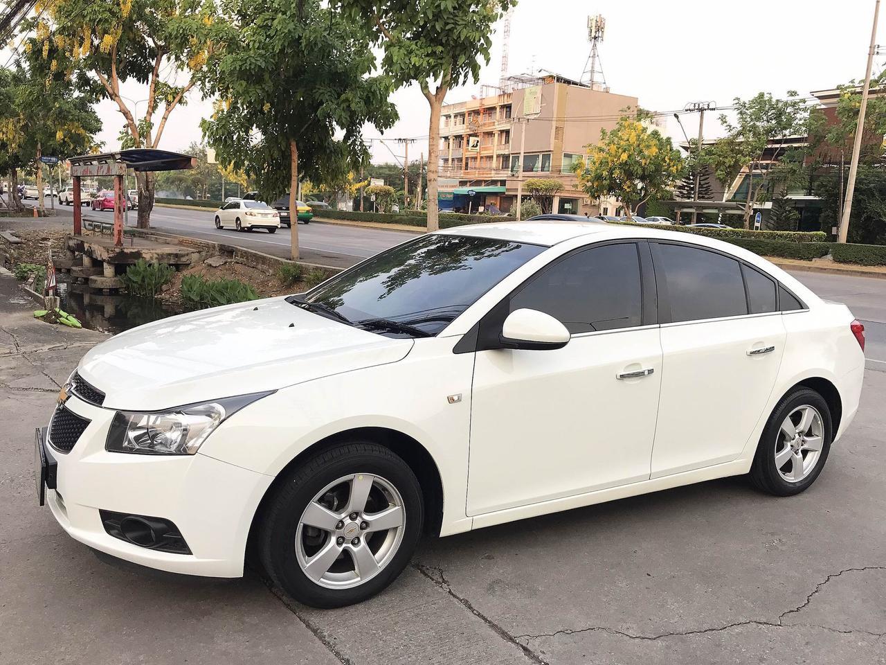 CHEVROLET CRUZE 1.8 LT auto ปี2011 สีขาว รถบ้านมือเดียวไม่มีชนสวยเดิม รูปที่ 1