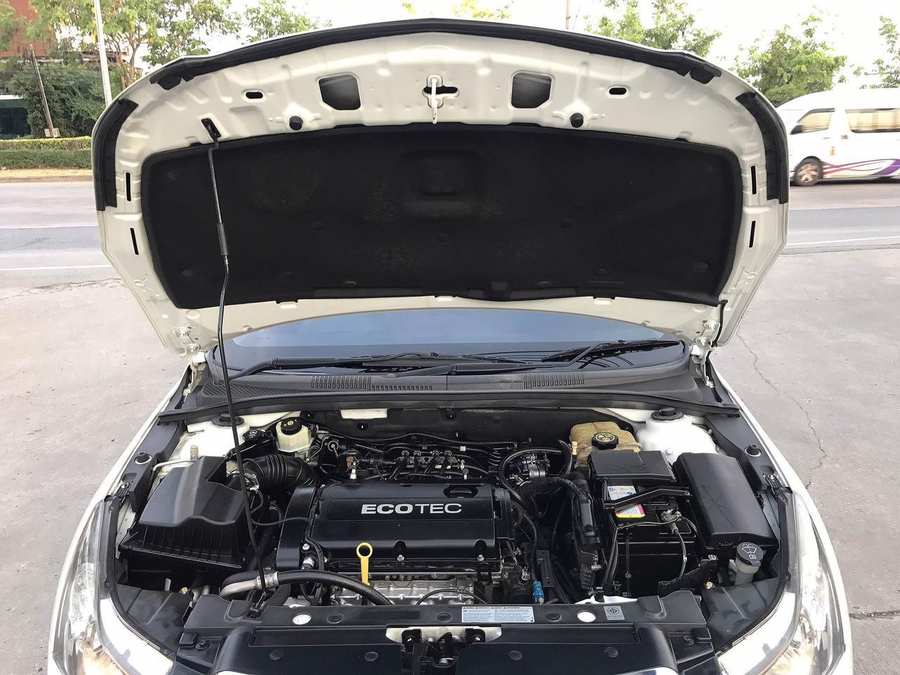CHEVROLET CRUZE 1.8 LT auto ปี2011 สีขาว รถบ้านมือเดียวไม่มีชนสวยเดิม รูปที่ 6