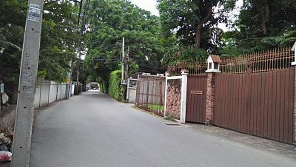 Rent land 404 sqm. closed road in the soi the tree covered s รูปที่ 3