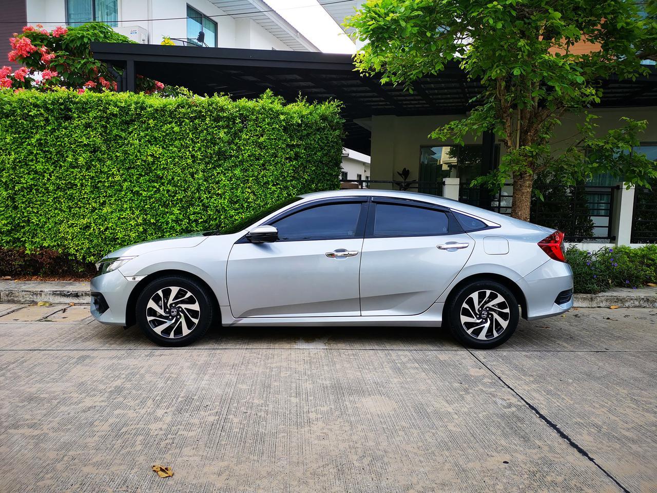 ขายรถ ฟรีดาวน์ Honda Civic รุ่นท๊อปสุด 1.8 EL ปี 2017 ไมล์แท้ เข้าศูนย์ตลอด มือเดียวจากป้ายแดง รูปที่ 3