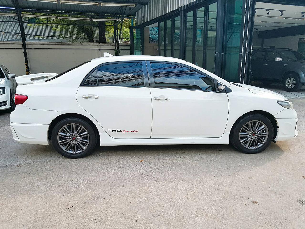 TOYOTA ALTIS SPORTIVO TRD 1.8 รถปี 2011 สีขาว รถบ้าน สวยมากครับ  รูปที่ 4