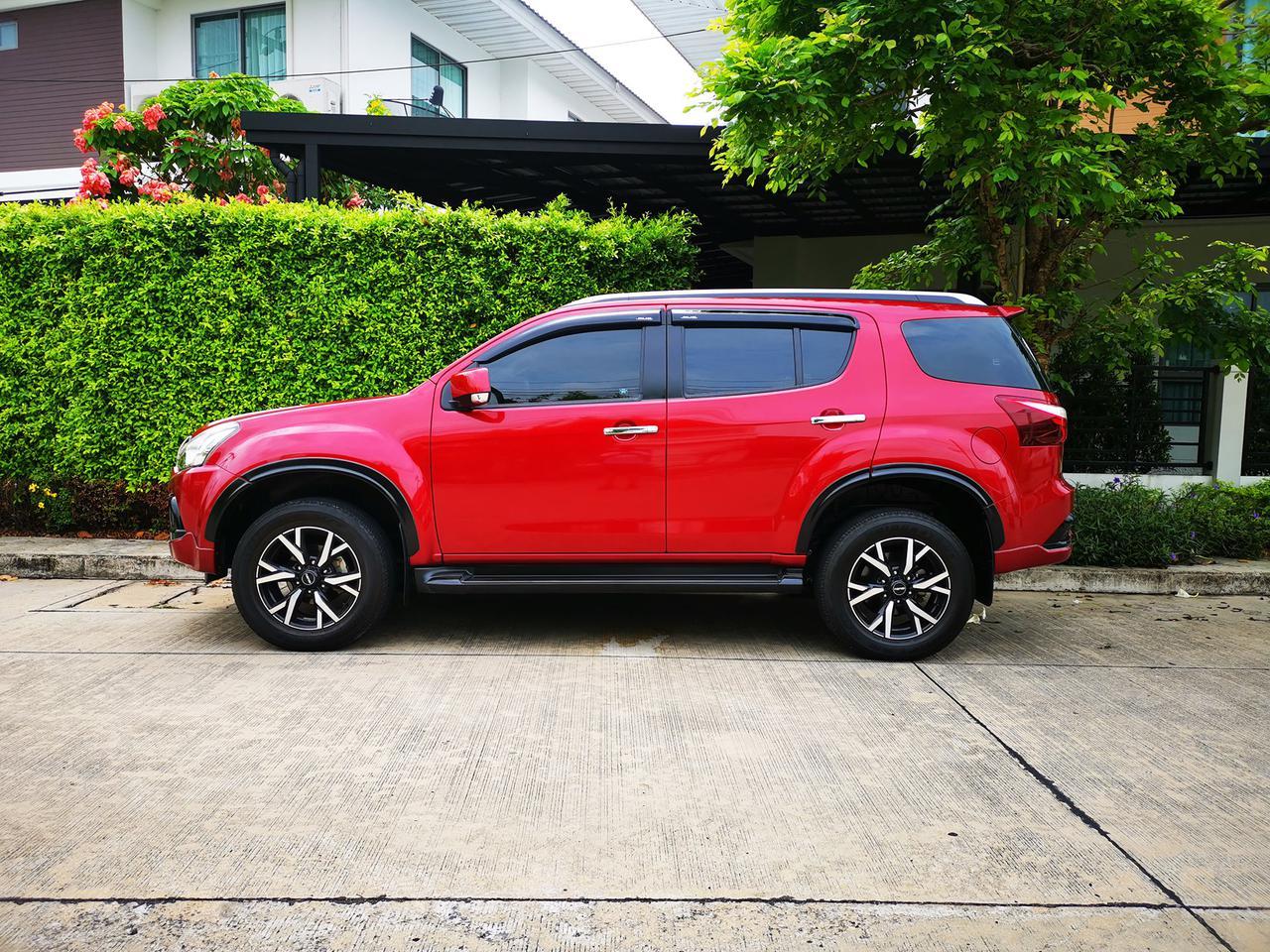 ขาย รถมือสอง Isuzu MU-X 3.0 THE ONYX ปี 2019 รุ่นแต่งพิเศษ สีแดง ภายในสีดำ ไมล์แท้ ราคาถูก รูปที่ 3