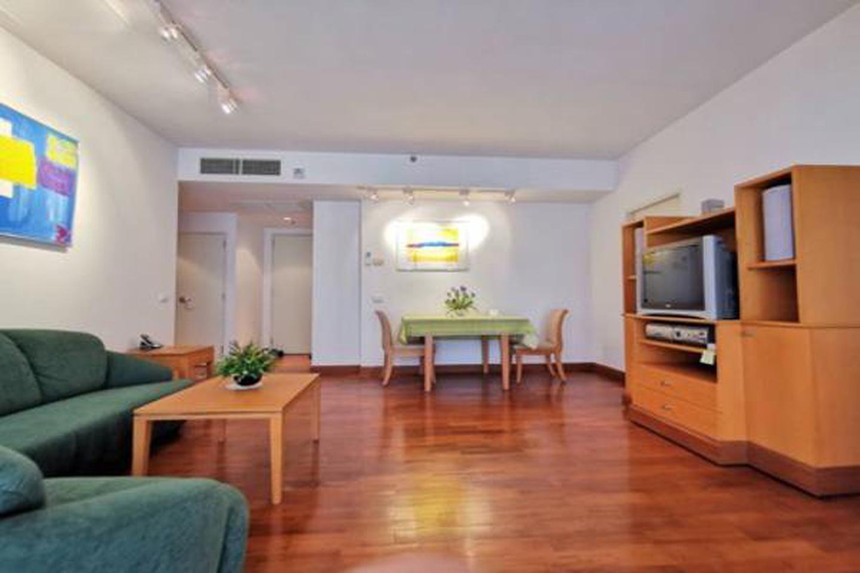 For Rent,bargain price,Langsuan Ville Condo near BTS Ratchadamri 77 sqm 1 bed รูปที่ 1