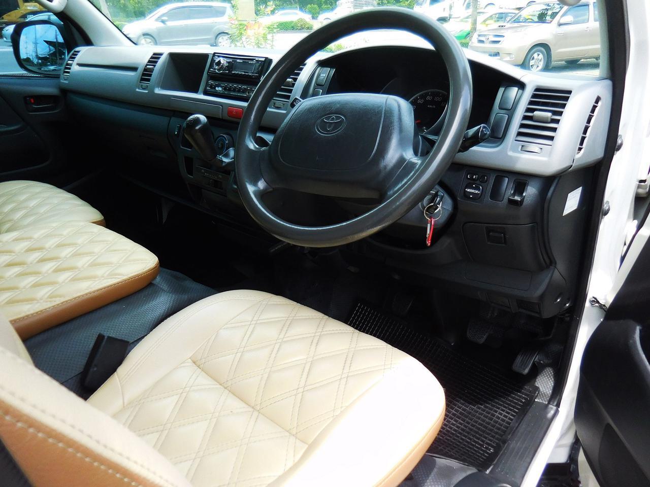 💥 TOYOTA COMMUTER 2.5 D4D 💥 โตโยต้า ปี 2011 กระจกไฟฟ้าเบาะหนังแต่ง VIP 5 แถวรถสวย รถตู้มือสอง แต่ง พร้อมใช้งาน รูปที่ 4
