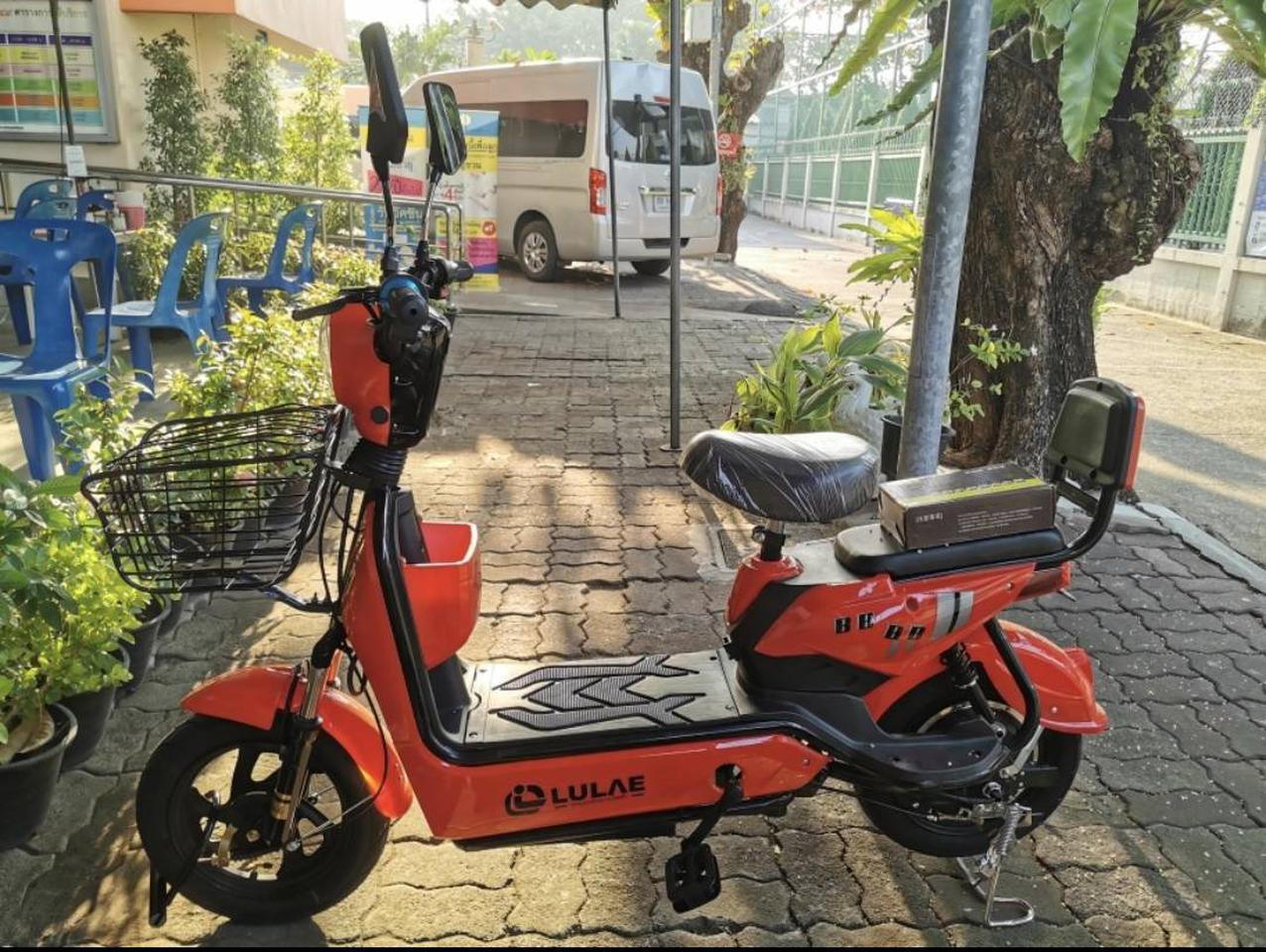 💥(จำนวนจำกัด) จักรยานไฟฟ้า สกูตเตอร์ไฟฟ้า มีที่ปั่น พร้อมไฟเลี้ยวกระจกมองหลัง มี 8 สี รูปที่ 1