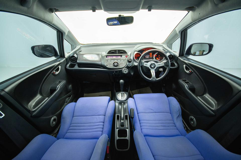2009 Honda JAZZ V hatchback รูปที่ 2