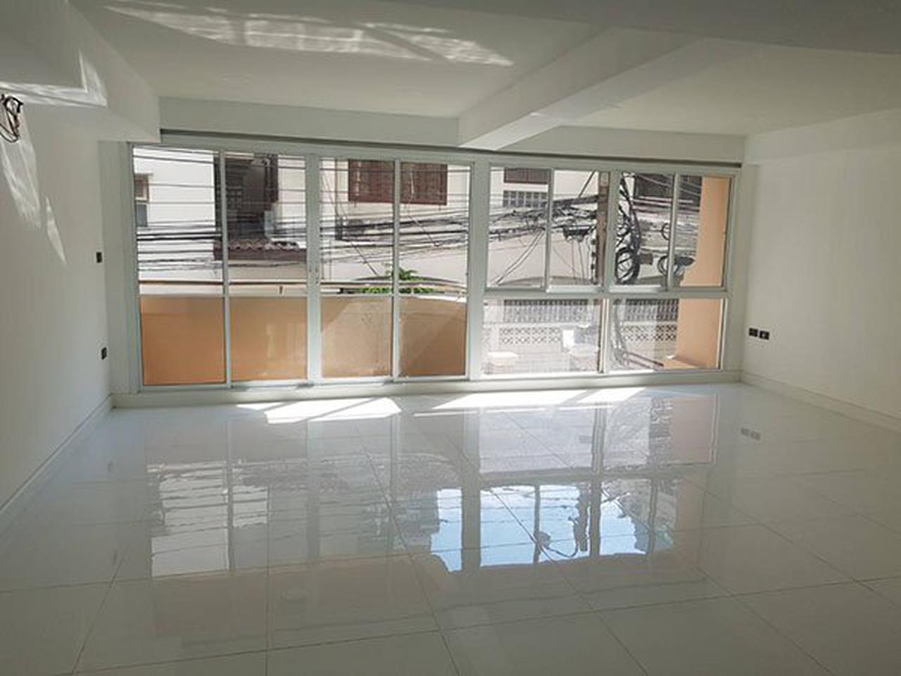 ขายด่วน ทาวน์โฮม ตกแต่งใหม่พร้อมลิฟท์ สุขุมวิท ใกล้ BTS ทองหล่อ For Sale Newly renovated Town home with Lift Sukhumvit รูปที่ 4