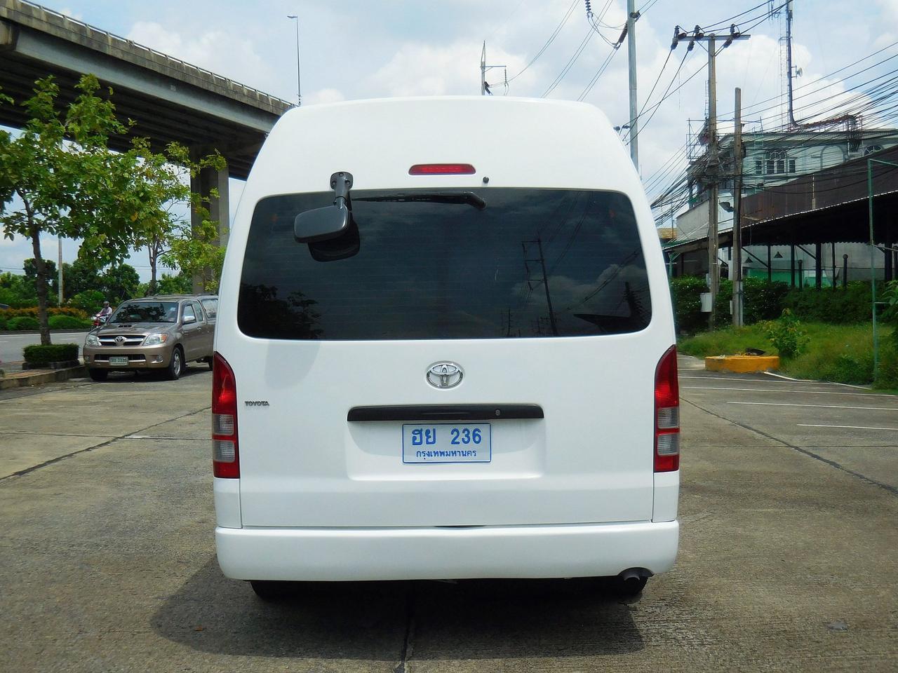💥 TOYOTA COMMUTER 2.5 D4D 💥 โตโยต้า ปี 2011 กระจกไฟฟ้าเบาะหนังแต่ง VIP 5 แถวรถสวย รถตู้มือสอง แต่ง พร้อมใช้งาน รูปที่ 3