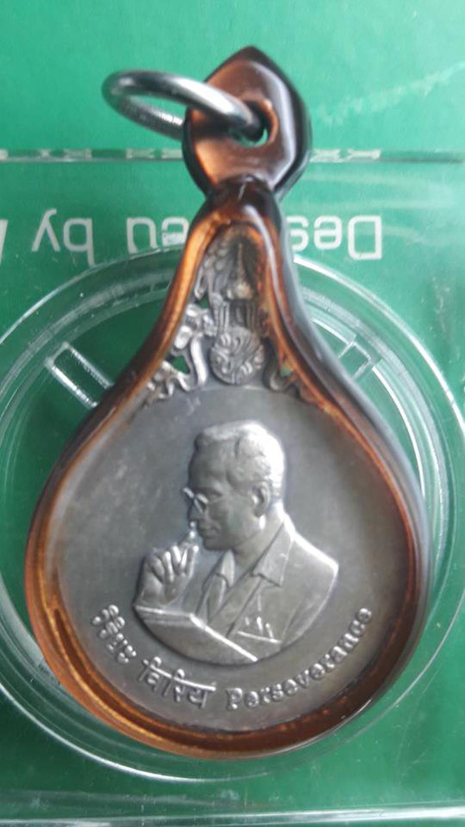 เหรียญพระมหาชนก เนื้อเงินพิมพ์เล็กพร้อมหนังสือ ออกปี 2542 ของแท้แน่นอนครับ รูปที่ 1
