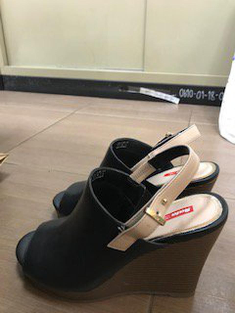 รองเท้าสีดำส้นตึก Bata Red Label เบอร์ 6.0 รูปที่ 1