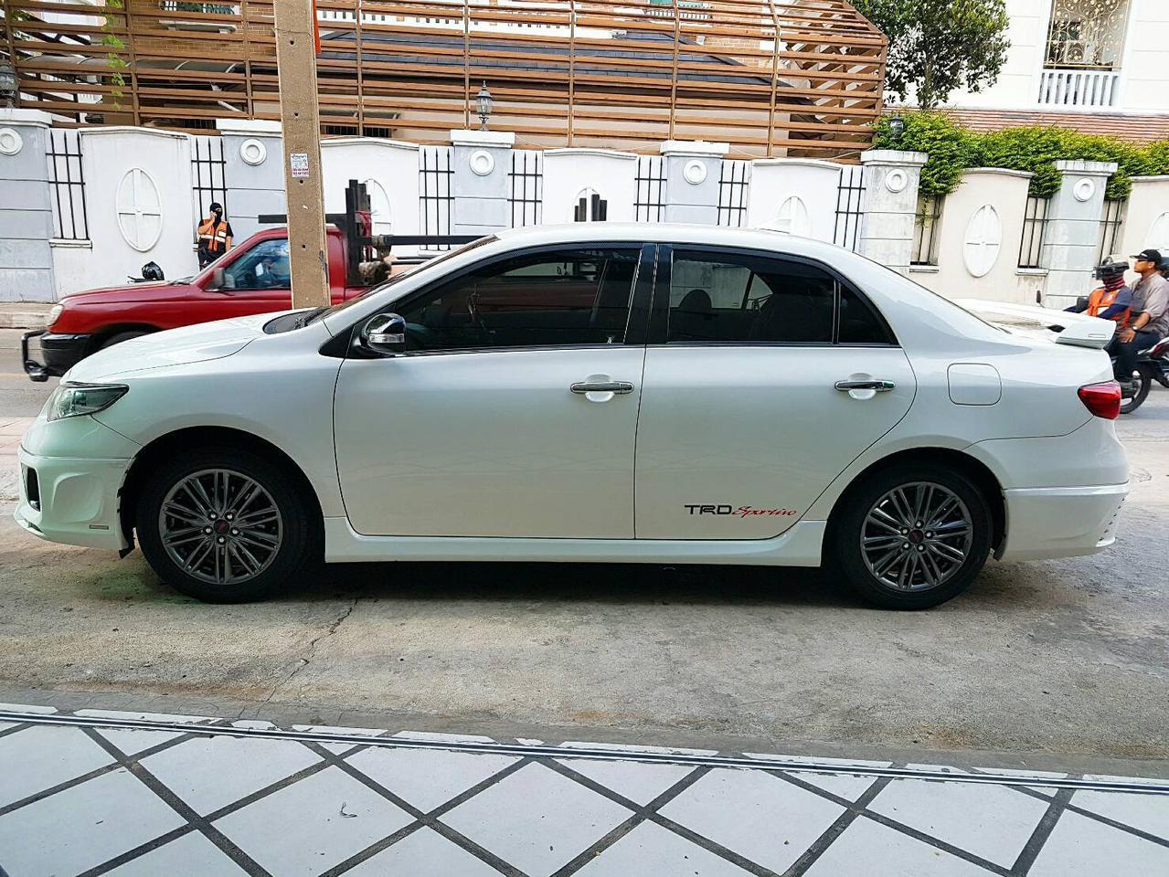 TOYOTA ALTIS SPORTIVO TRD 1.8 รถปี 2011 สีขาว รถบ้าน สวยมากครับ  รูปที่ 2
