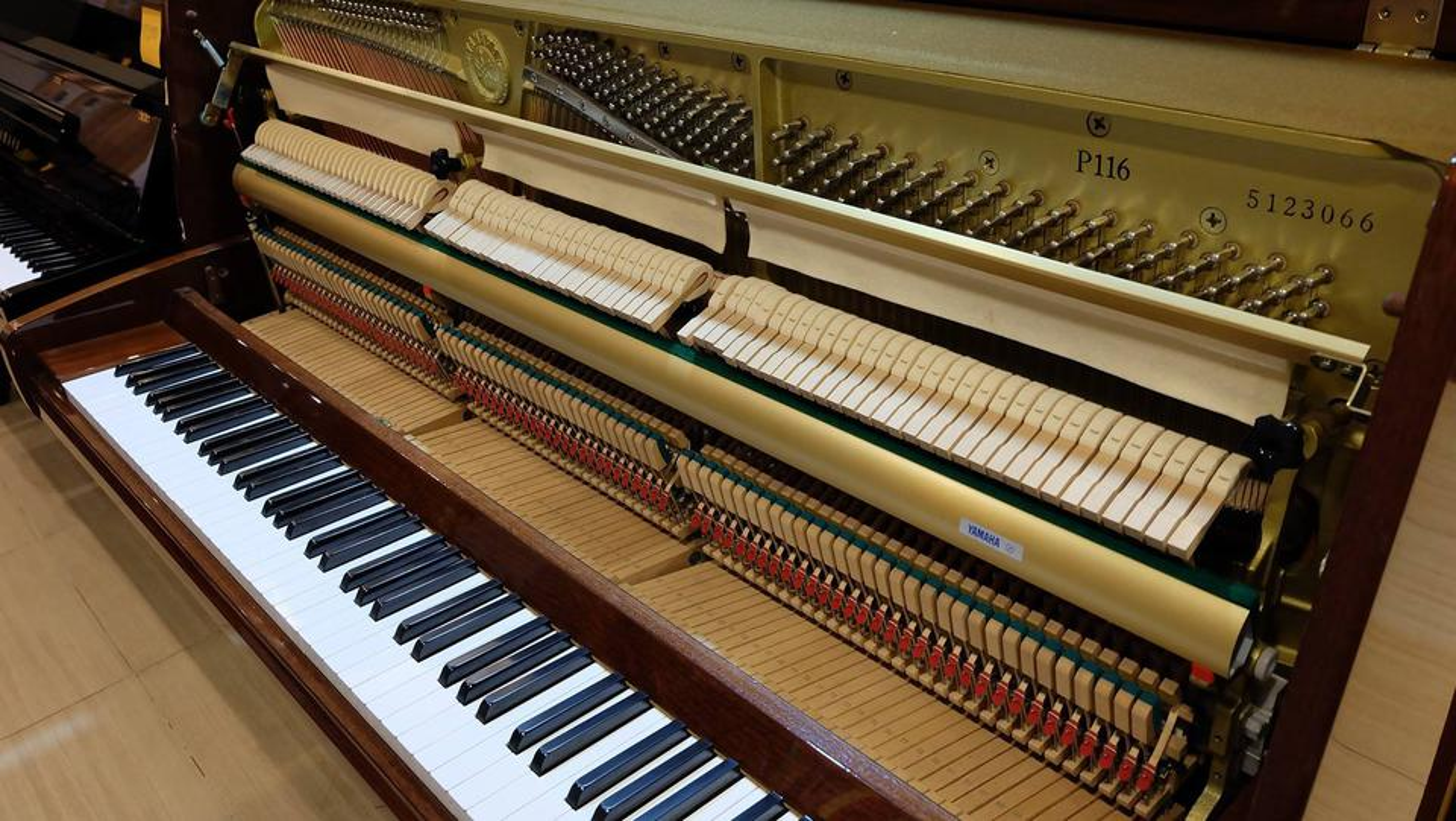 ประกาศขายเปียโนอัพไรท์ YAMAHA P116 สีไม้เดิมๆ สวยงามมากๆ รูปที่ 2