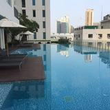 Rent Luxury condo with pool 1 room with Pool and fitness @ Victory monument Condominium