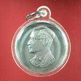 5609  เหรียญ ร.9 หลัง ภปร ที่ระลึกครบรอบ ๓๐ ปี โรงพยาบาลภูมิ