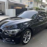 BMW 330e sport (F30) Plug-in Hybrid ตัวท็อป Connected drive (มีSOS จะแพงกว่าตัวปกติขึ้นมานิดนึง) สีดำ
