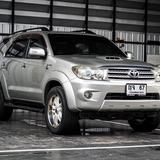 Toyota Fortuner 3.0V ดีเซล ปี 2010 ยางใหม่ 4 เส้น