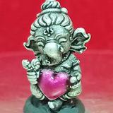 #คเณศน้อย รุ่นบันดาลรัก# #ครูบาชัยยาปัถพี # ~เนื้อสัมฤทธิ์ซาตินเงิน หัวใจสีโอโรส 350._