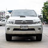TOYOTA FORTUNER 2009 3.0 4WD SUV M/T สีเทา