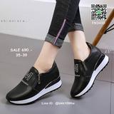 รองเท้าผ้าใบเสริมส้น 2.5 นิ้ว วัสดุ pu เนื้อหนานุ่ม แต่งซิป