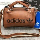 กระเป๋าสะพายข้าง Adidas
