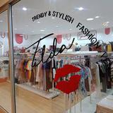 Business Fashion shop In the shopping mall