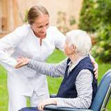 รับบริการเฝ้าไข้ รายวัน รายเดือน บริการจัดส่งพนักงานดูแลผู้สูงอายุ
