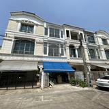 บ้านทาวนเฮ้าส์ฮวงจุ้ยร่ำรวย ซ.นาคนิวาส 11 ใกล้ตลาดโชคชัย 4 และ โรงเรียนสตรีวิทยา 2