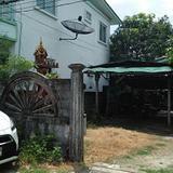 บ้านสภาพเก่าพร้อมต้นมะม่วงใหญ่หลายสิบปี ร่มรื่น หลังบ้านว